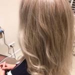 zilvere accenten in lang haar